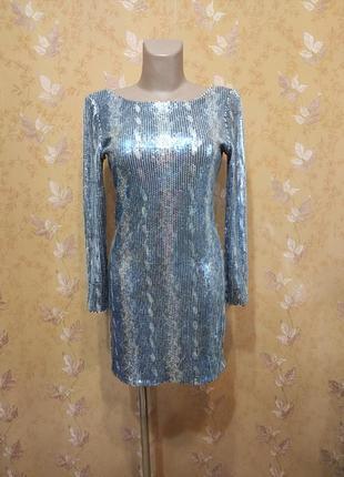 Вечернее платье с длинным рукавом и полностью в паетках