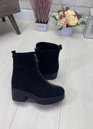 Женские ботинки черные на каблуке натуральная замша klar soft