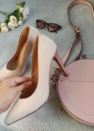 Шикарные пудровые туфли 37 размера