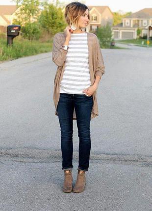 Большой выбор джинс разных размеров и фасонов