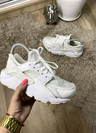 Женские кроссовки nike air huarache run premium triple white оригинал/adidas /puma