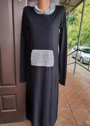 Длинное платье с капюшеном