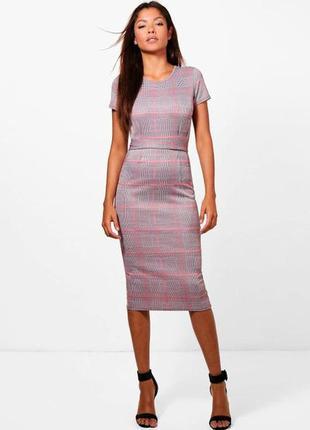 Сукня в строгому офісному стилі міді в клітинку