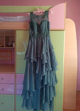 Шикарное изумрудное платье с-м