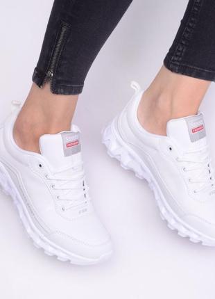 Красивые белые кроссовки (334192)