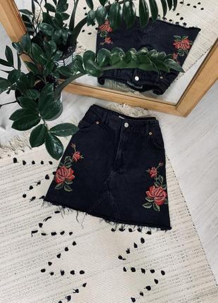 Джинсова юбка з вишивкою від topshop🌿