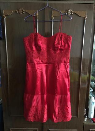 Красное платье karen millen