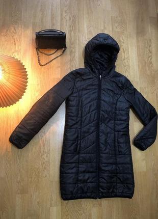 Теплая черная куртка на осень-зиму