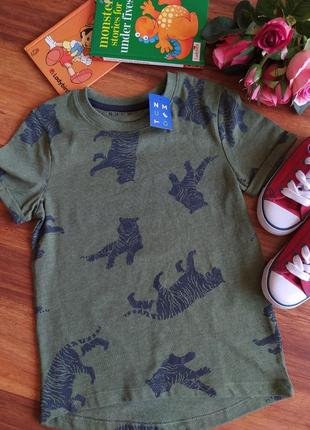 Модная трикотажная футболка nutmeg на 5-6 лет.
