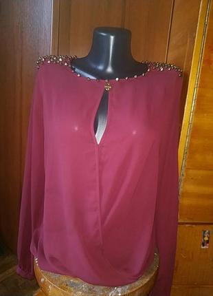 Распродажа! блузка оригинального кроя с шипами guess
