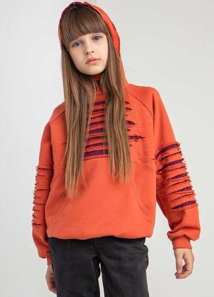 Детский трикотажный свитер с капюшоном оранжевого цвета