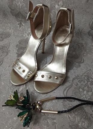 Туфли на шпильке с ремешком вокруг щиколотки franco troise