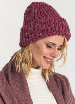 Вязанная шапочка шапка в цветах