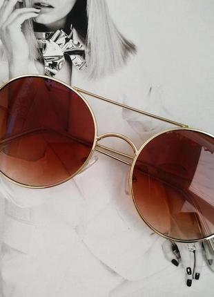Солнцезащитные  круглые очки с цветной линзой коричневый