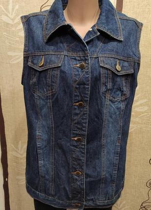 Удлиненная джинсовая жилетка