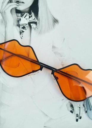 Очки в форме губ оранжевый в чёрном