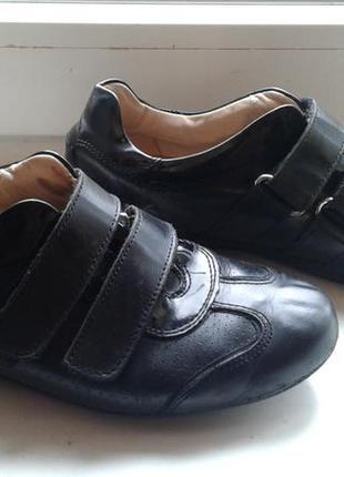 Продам кроссовки  zara