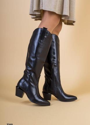 Черные сапоги - козаки на устойчивом каблуке с зауженым носком