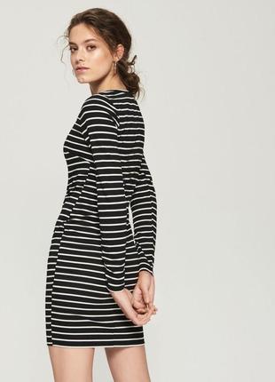 Платье в полоску черно белое