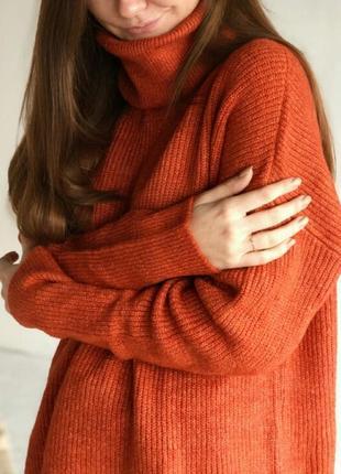 Свитер объёмный оверсайз удлинённый свитерок с высоким горлом горловиной терракот