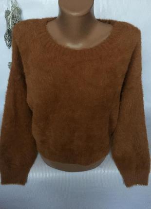 Крытой стильный свитер