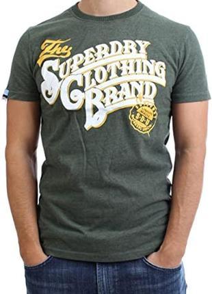 Яркая футболка зелёного цвета с фирменным принтом superdry made in turkey