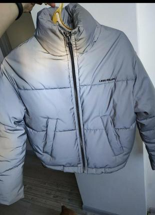 Рефлективная курточка bershka