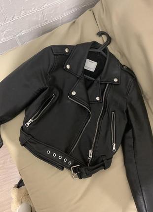 Куртка косуха укороченная bershka