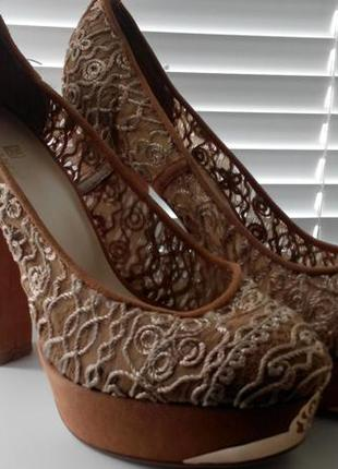 Туфли кружевные на высоком каблуке