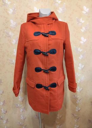 Пальто ярко морковного цвета на молнии