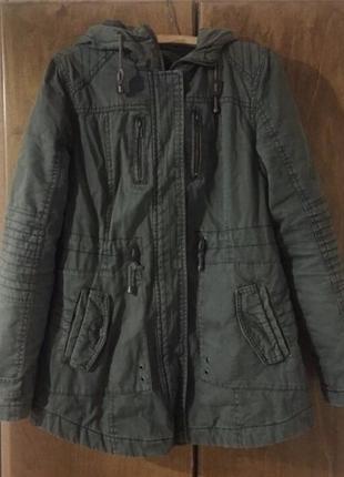 Зелёная осенняя куртка