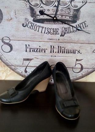 Кожаные аккуратные туфли туфельки на танкетке