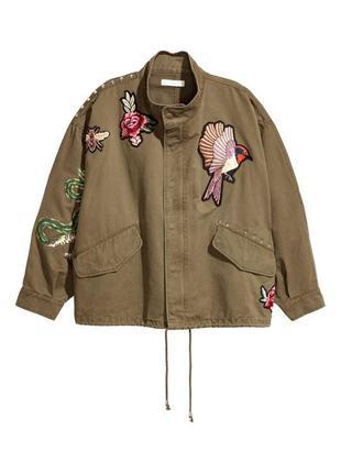 Короткая куртка карго милитари бомбер с вышивкой цветы птицы змея оверсайз хаки