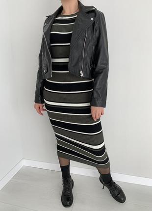 Стильное платье в рубчик