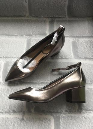 Серебристые туфли на удобном каблуке р.36-37