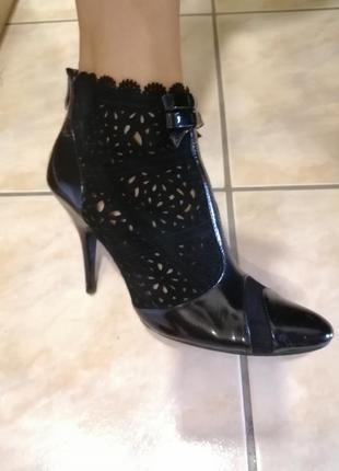 Изумительные ботильйоны ботиночки туфли ботинки нарядные лакированные замш
