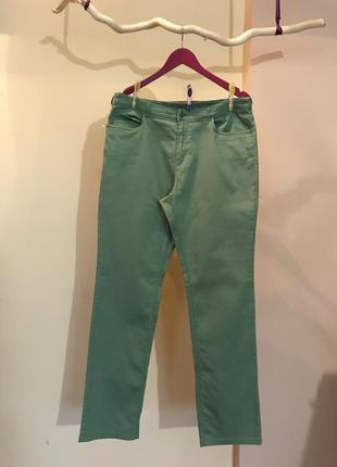 Светло  зеленые джинсы, размер 42 европейский.
