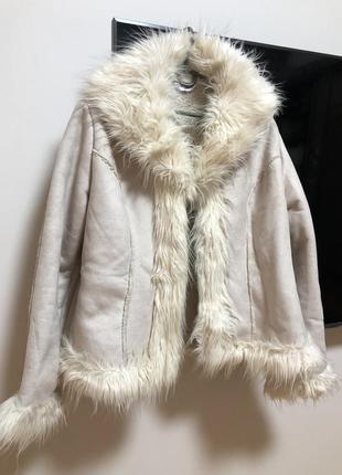 Дубленка замшевая демисезонная мех под ламу молочная на крючках пальто