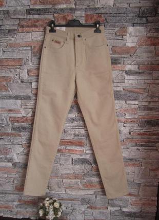 Бежевые джинси wrangler