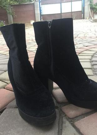 Осенние бархатные ботинки