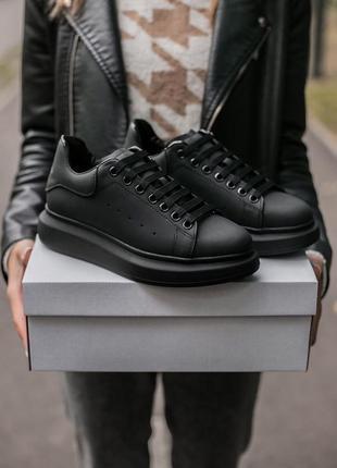 Кроссовки кожаные матового черного цвета alexander mcqueen 100