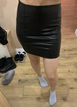 Мини юбка из эко кожи