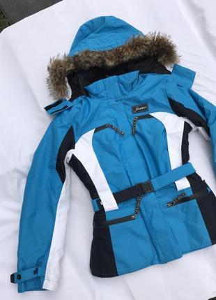 Класна приталена куртка водонепроникна