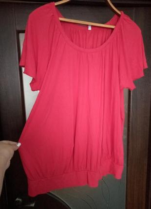 Червона футболка