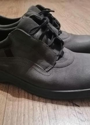 Туфлі, ботинки