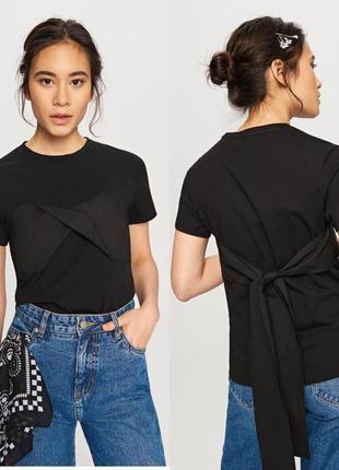 Черная футболка с завязкой на груди reserved