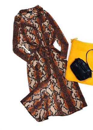 Платье-рубашка в змеиный принт с поясом