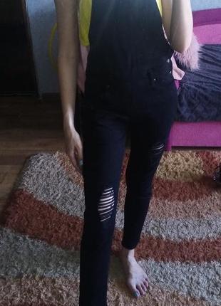 Комбинезон джинсовый черный в полный во весь рост