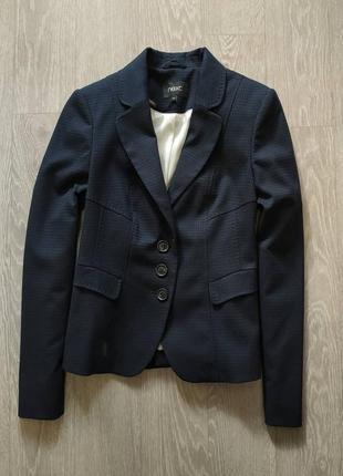 Красивый синий пиджак