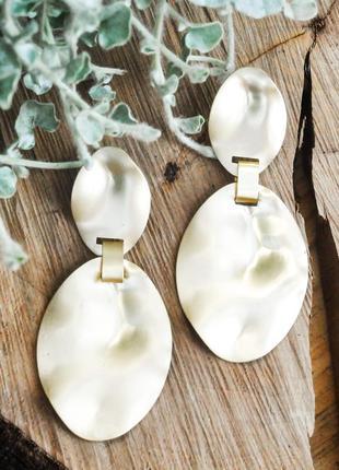 Стильные модные серьги из матового золота,праздничные, нарядные, вечерние серьги